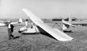Planeur XV A et Hangars de l'aérodrome de CAEN-CARPIQUET