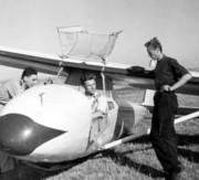 attente du décollage du C800 (debout : 2 E.O.R. de La Base )